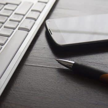 Ecriture web : stylo et clavier d'ordinateur