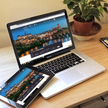 Affichage du site internet de l'office de tourisme d'Albi sur ordinateur et tablette